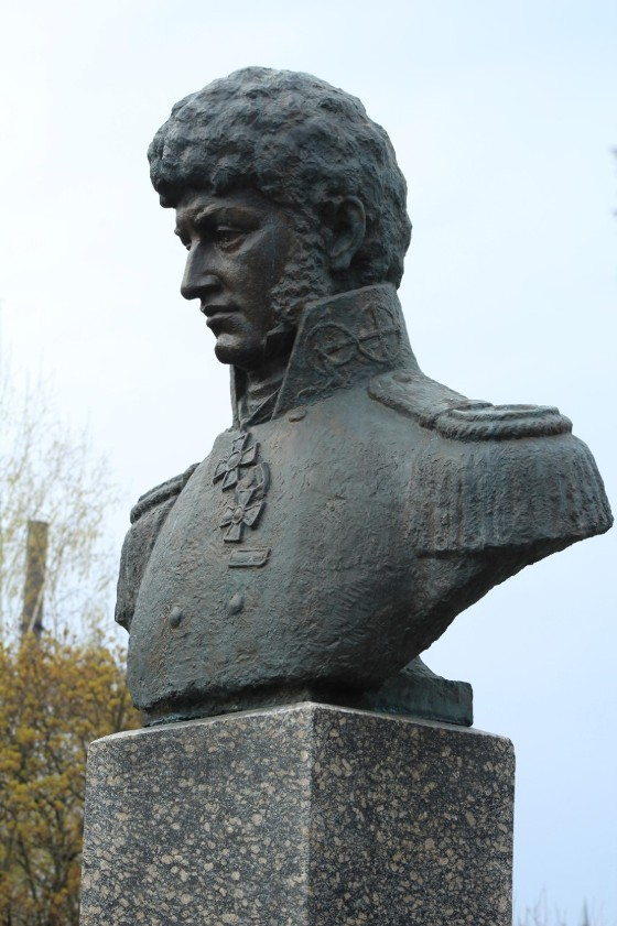Памятник Лисянскому